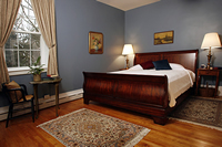 Temple Hill Oak Grove Room with King bed